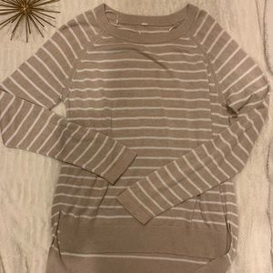 Excellent Condition Lululemon Tan & White Sweater